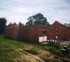 Elévation des murs : linteaux et pignons