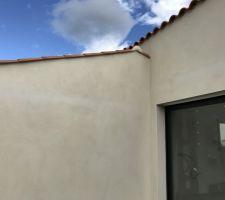 Des défaut de couleur sur la façade au niveau des chainages horizontaux