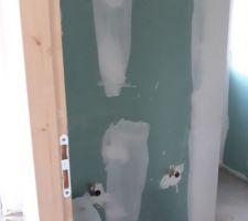 Salle de bain, mur ou sera le vasque