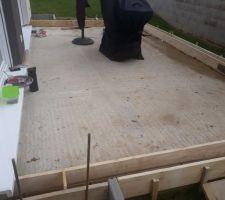 Début du coffrage de la terrasse avec ferraillage en vue de couler le béton