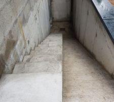 Escalier béton accès sous sol