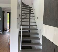 Salon vue vers escalier
