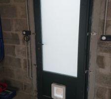 Porte de service vitrée opale sécurité avec chatière électronique