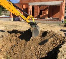 Début des fouilles de la piscine