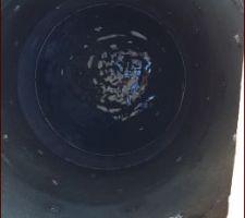 Récupérateur eau de pluie plein qui vide dans le puisard