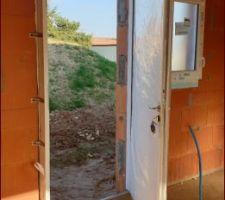 La porte d'entrée,vue de l'intérieure