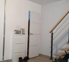 Puisque la chambre est terminée, début d'un chantier que j'attendais avec impatience : création d'un couloir avec porte vitrée et verrière !