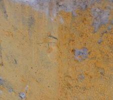 Couche d'accroche sur mur de soutènement extérieur.
