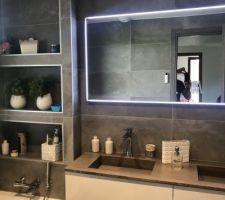 Photo miroir salle de bain du haut qui a été posé depuis un moment !