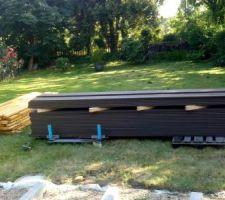 60 m² de lames composites et 20 ml de lambourdes bois exotique