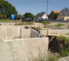 Décoffrage mur sous-sol et longrines garage