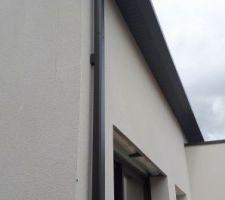 Gouttières et tuyaux de descente en aluminium prelaqué couleur noir anthracite