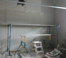 Le garage est isolé et platré