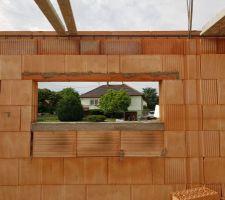 Assemblage de la fenêtre de garage que je n'ai vu que sur notre construction.