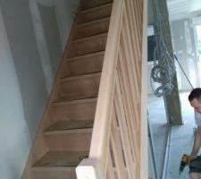 """Escalier en hetre """"debret"""" droit compris dans le prix de base par le constructeur"""