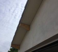 Bandeau sous toiture en éternite beige
