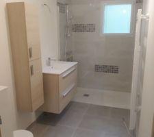 Détail de la salle de bain principale quasi terminée