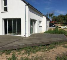 Terrasse finie en Sylvadec gris rainuré