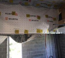 Le garage et son isolation de toit - après le craquage du frein vapeur