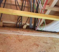 On ferme le plafond du local technique en OSB qui reste démontable