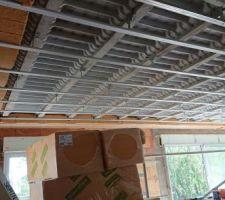 Rupteurs de ponts thermiques autour du plafond du RDC