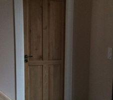 Porte de ma chambre sur le hall