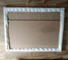 Tête de lit DIY - Largeur 160cm ; Hauteur 125cm 4 épaisseurs de ouatine recouvertes d'une alèse recouverte de tissu, le tout agrafé au support