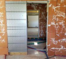 Porte à galandage entre cuisine et cellier