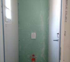 Bâti du WC de l'étage habillé