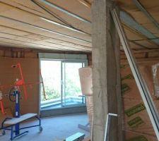 En attente de la pose du pare-vapeur et des placos au plafond et sur les murs du 1er étage.