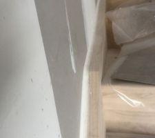 Joint entre escalier et cloisons de 2cm en mastic souple
