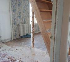 Salle de bain et chambre parentale , on va changer l escalier pour monter au comble