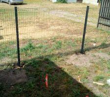 Clôture aussitôt démontée clôture aussitôt remise en place