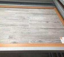 Choisi au showroom Carrelage entrée salon salle à manger et cuisine  Imitation parquet gris