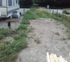 Ouf, ça y est : le terrassier a enfin enlevé cette foutue terre qu'il avait étalé sur ma prairie il y a 1 an !