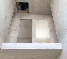 Plâtres de la cage d'escalier et du couloir de l'étage