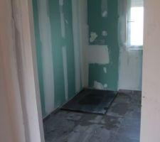 - Visite de pré-réception -  Salle d'eau de la suite parentale (avec receveur de douche en faux-plafond par Casagrande) : manque le robinet