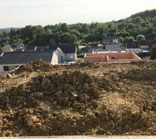 Régalage des terres avant creusage piscine