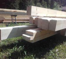 Le (bon) boulot des charpentiers : début du taillage