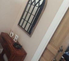 Installation des moulures et poignées des portes à galandage