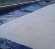 Isolation par 210 mm de KNAUF THANE ET des toits après pose du pare-vapeur