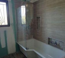 La baignoire-douche et ses niches