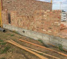 Vue mur cuisine et porte cellier