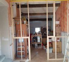 Début mise en place structure de la verrière separatrice entrée/bureau.