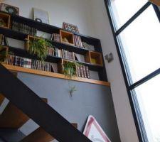 Escalier et baie vitrée fixe + brise soleil électrique