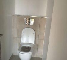 WC suspendu installé