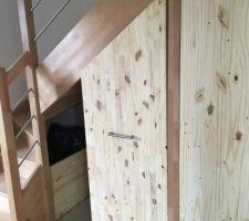 Placard coulissant sous escalier - coulissant caché