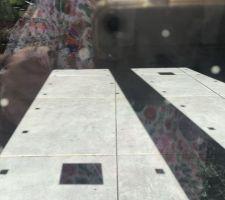 La pose ça part de là difficile au travers de la fenêtre de faire une photo correcte