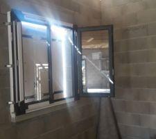 Fenêtre de la chambre de fiston n°1