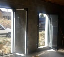 Porte fenêtre et porte d'entrée